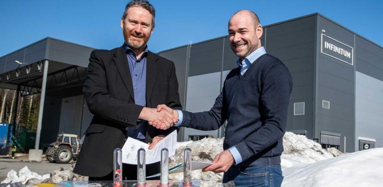 Bygger resirkuleringsanlegg for alle norges flasker